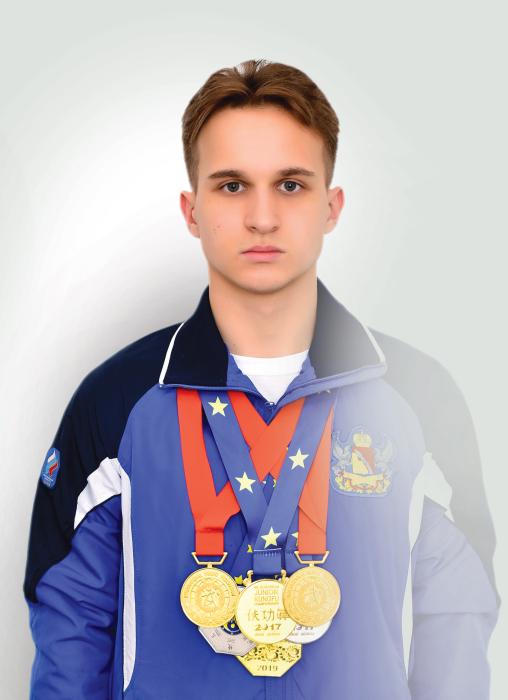 Мешков Артём Олегович